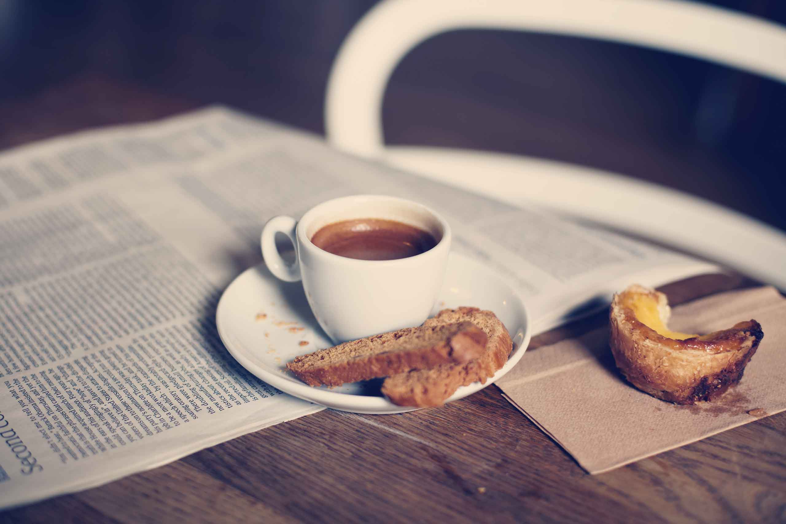 newspaper with coffee in friska